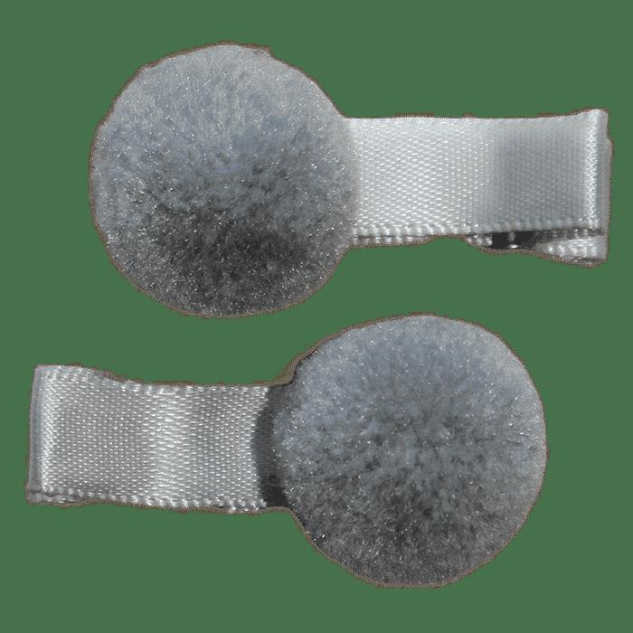 Grijs pompon speldje handgemaakt 4 cm
